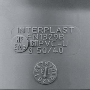Photo d'un marquage raccords PVC évacuation Interplast